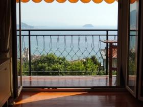 Grande Appartamento in vendita a Laigueglia. Vista Mozzafiato.