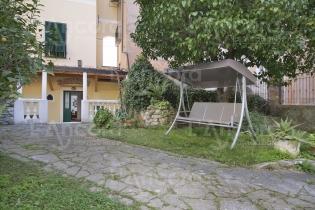 Rif.12 Appartamento 6 posti letto con giardino e posti auto.